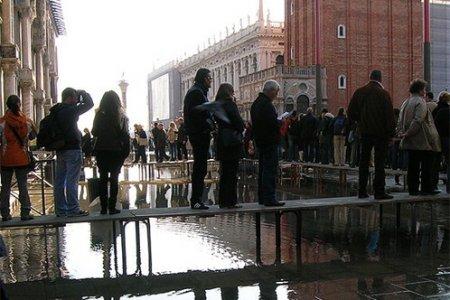 Венеция продолжает уходить под воду