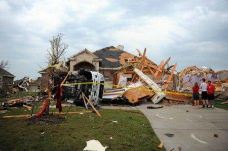 Торнадо атакуют регион Даллас Форт-Уэрт, штат Техас