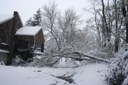 Апрельские дожди и снег на Восточном побережье США