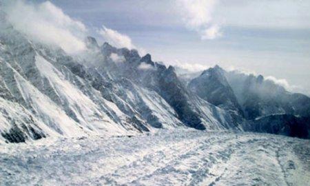 В леднике найден горячий источник