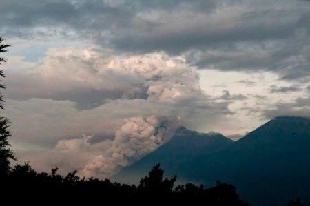 Вулканы Гватемалы продолжают извергаться