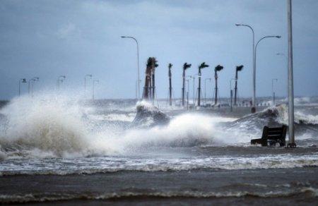 """Ураган """"Исаак"""" 1 категории приближается к северной части побережья Мексиканского залива"""