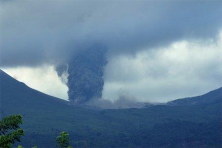 Новое извержение на горе Локон