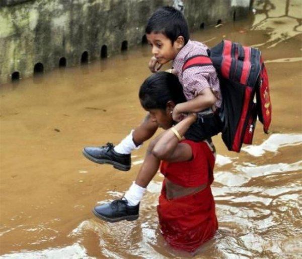 От наводнений в Индии пострадало 1,8 млн. детей