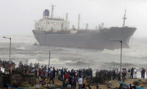 Циклон Нилам кружится у индийского г. Ченнаи