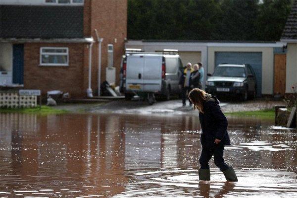В Британии усиливается хаос после наводнений
