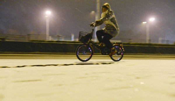 Снегопад нарушил привычную жизнь Пекина