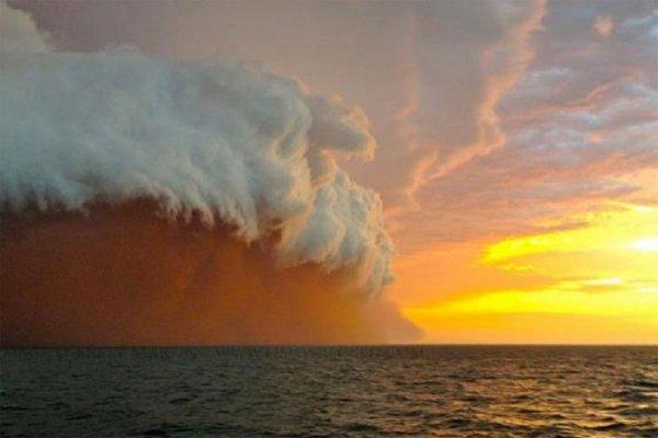 Циклон Нарель прошел рядом с Западной Австралией