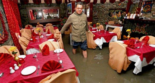 Британские острова пережили торнадо и наводнение