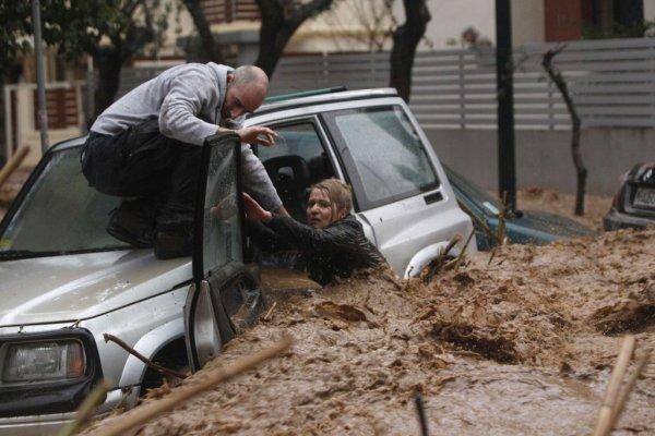 Греческие Афины и итальянская Катанья затоплены
