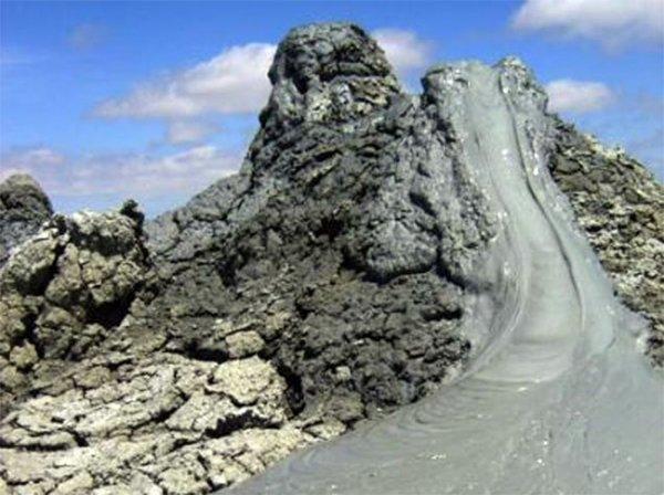 Извержение необычного вулкана в Азербайджане