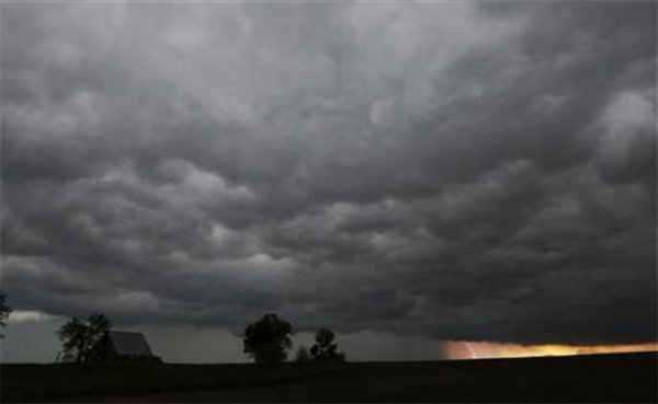 В американском штате Канзас образовалось 4 торнадо