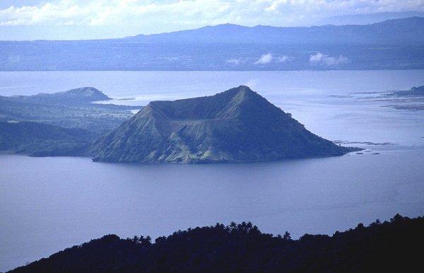 Вулканы Попокатепетль и Тааль сотрясаются от подземных толчков