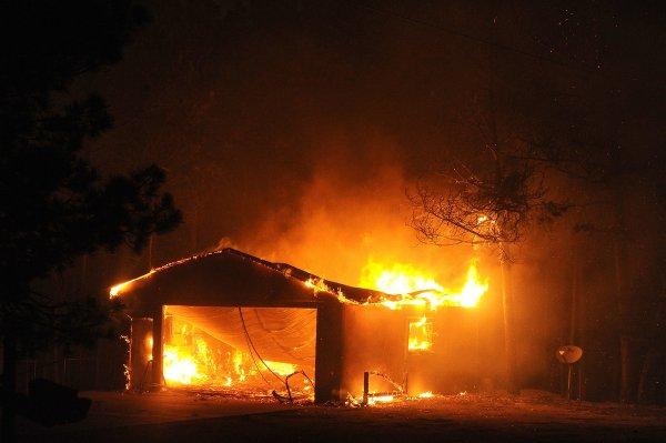 В Колорадо продолжает гореть лес