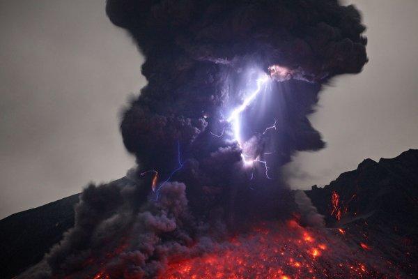 На вулкане Сакурадзима возобновились извержения
