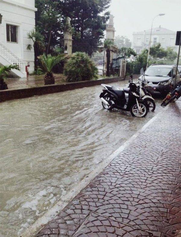 На побережье Италии возник торнадо