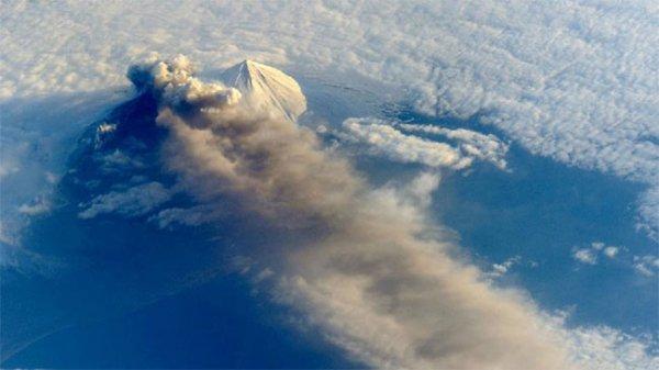Вулканы Аляски устроили взрывной дуэт