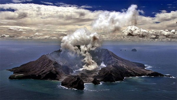 На новозеландском вулкане Вакаари возобновилась активность