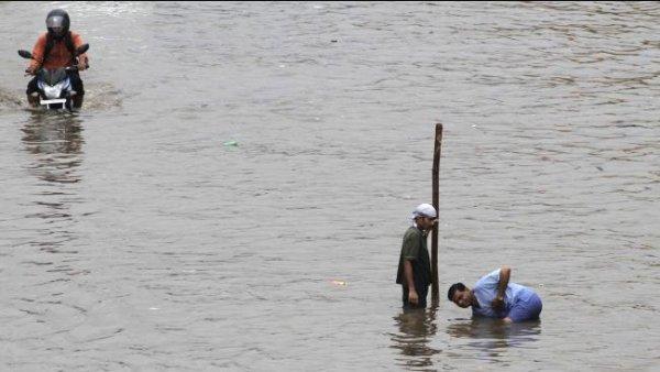 Наводнение в западной Индии: 40 тысяч эвакуированных