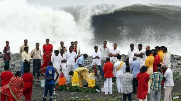 На французский остров Реюньон налетел циклон Бежиза