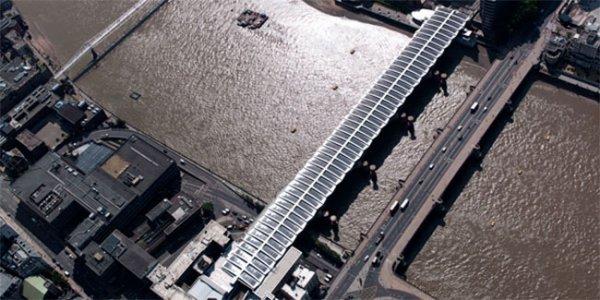 Самый большой в мире «солнечный» мост заработал в Лондоне