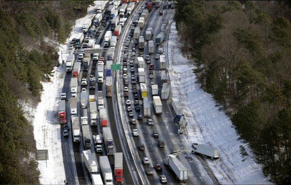 Южные штаты США парализовало после снегопадов