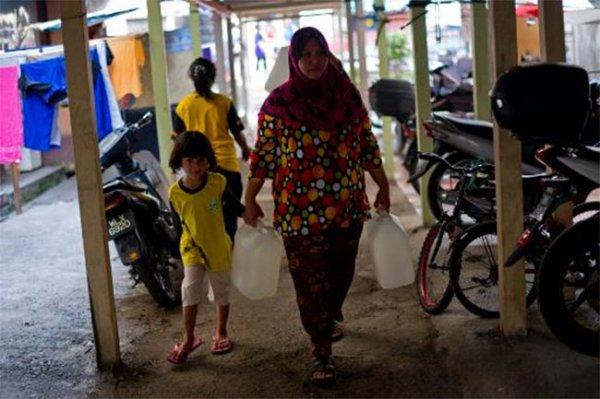 Малайские штаты борются с месячной засухой