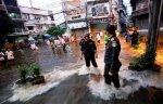 Жители таиландской столицы Бангкок вынуждены спасаться бегством от наводнения